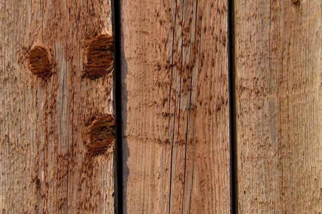 Stara drewniana tekstura z odrapaną brązową farbą