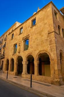 Stara fasada szpitala santa tecla tarragona