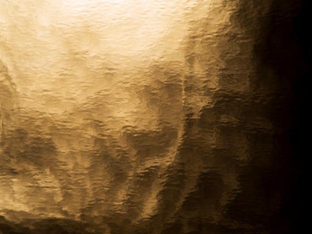 Stara folia o złotej fakturze
