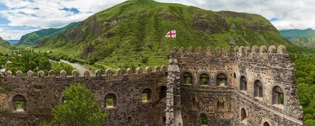 Stara forteca khertvisi na szczycie wzgórza, gruzja