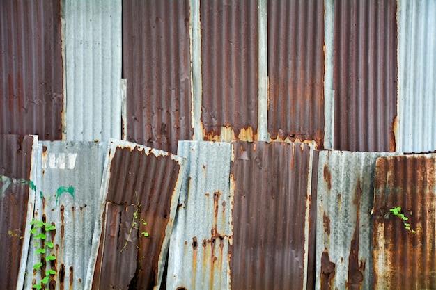 Stara i ośniedziała galwanizująca żelazo dachu tekstura