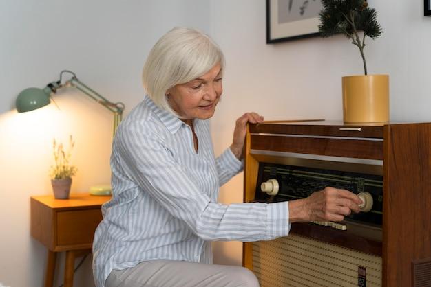 Stara Kobieta W Obliczu Choroby Alzheimera Darmowe Zdjęcia