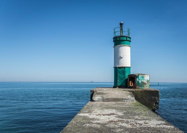 Stara latarnia morska w ładunku porcie odessa