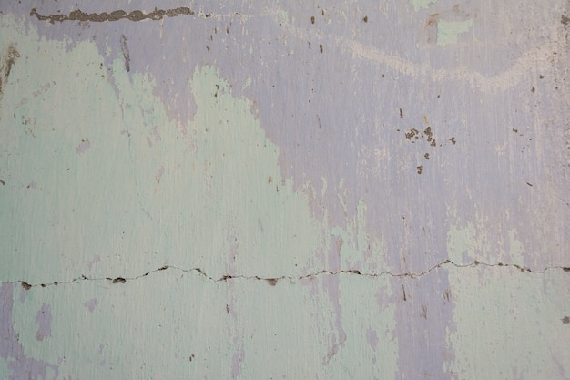 Stara malująca cement ściana z wszystkie starymi kolorami ablegruje artystycznego backround