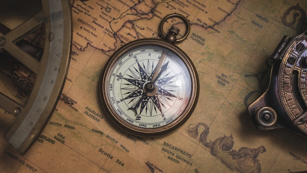 Stara mapa i kompas