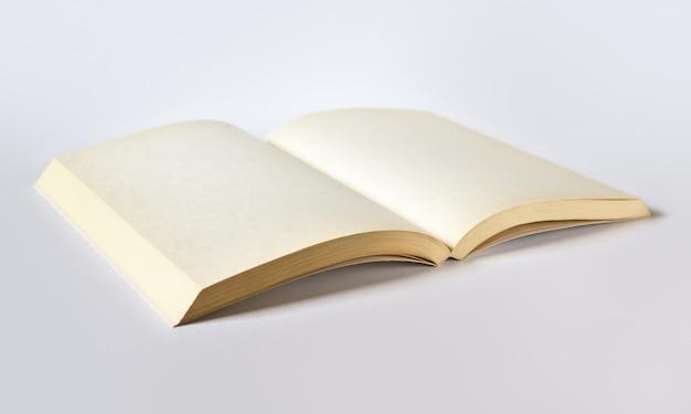 Stara otwarta puste miejsce książka odizolowywająca
