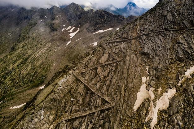 Stara rzymska droga nad przełęczem