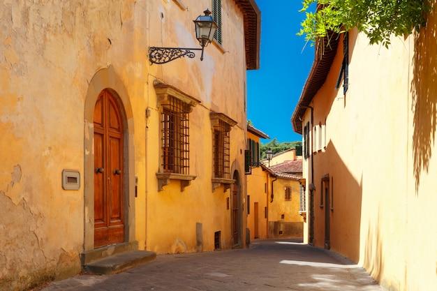 Stara rzymska ulica we florencji w toskanii we włoszech