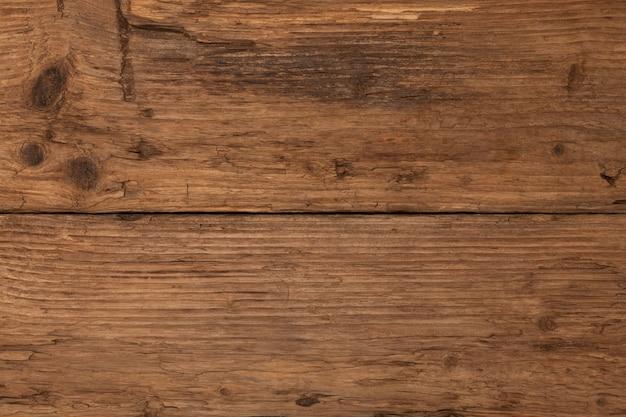 Stara teksturowana powierzchnia drewna z wadami. naturalne tło desek modrzewiowych. brązowy kolor.