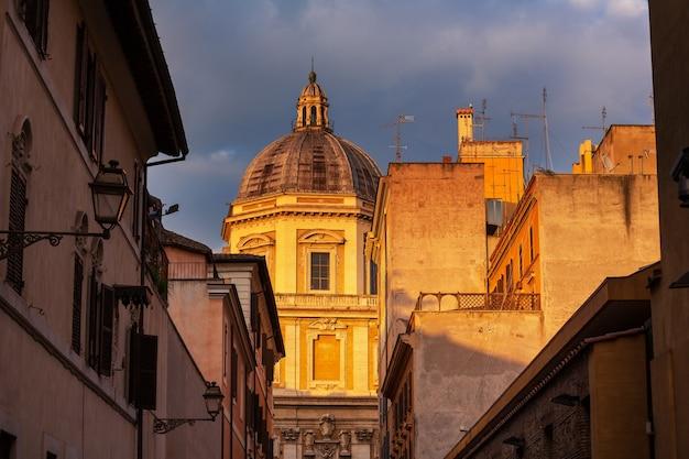 Stara ulica w starożytnym rzymie, włochy.