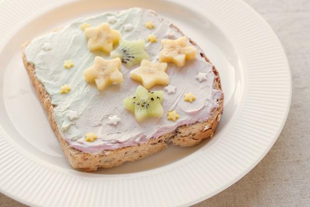 Starche jednorożec tosty śniadanie tosty, zabawa sztuki jedzenia dla dzieci