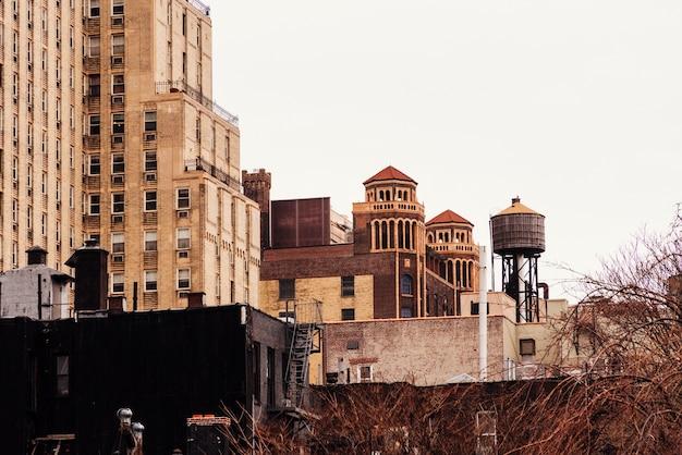 Stare budynki i wieża ciśnień
