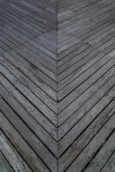 Stare deski do użytku jako chodniki, drewniane mosty, chodniki wykonane z drewna.