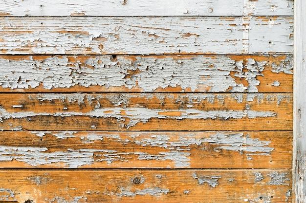 Stare drewniane deski z pękniętym tłem farby.