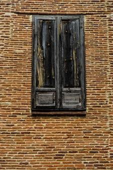 Stare drewniane okno