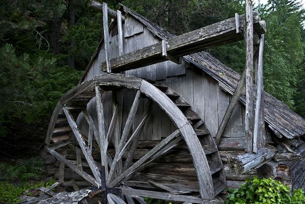 Stare drewniane powerhouse