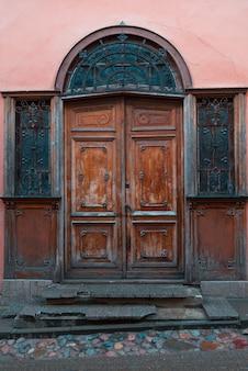 Stare drzwi w wilnie starym mieście, litwa