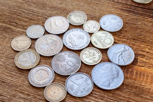 Stare europe monety przed euro tłem