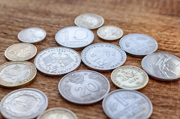 Stare europe monety przed euro wyśmiewają w górę kopii przestrzeni tła