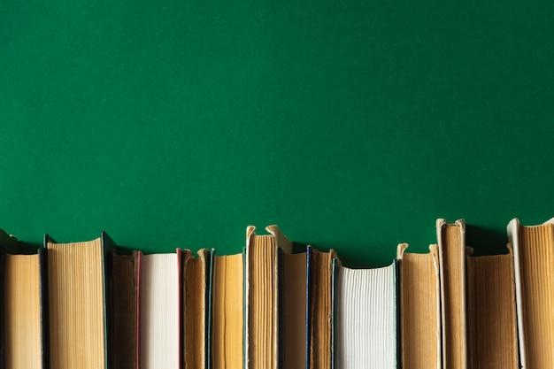 Stare książki na zielono