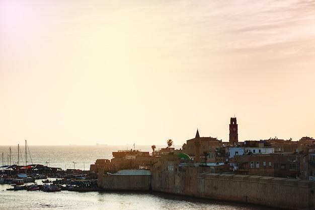 Stare miasto akko o zachodzie słońca