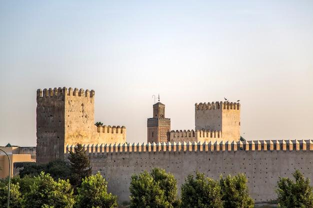 Stare miasto ściany w fezie, maroko