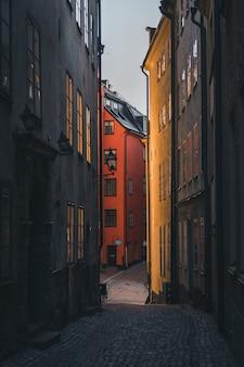 Stare miasto w sztokholmie podczas wschodu słońca