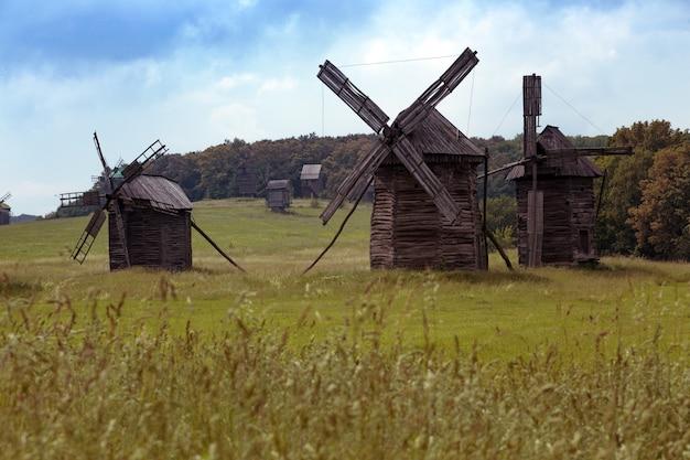 Stare młyny w narodowym muzeum na wolnym powietrzu pirogovo, ukraina