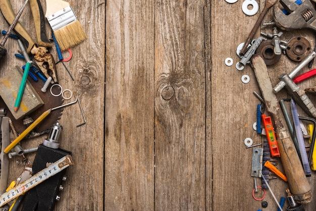 Stare narzędzia mistrza w jego miejscu pracy