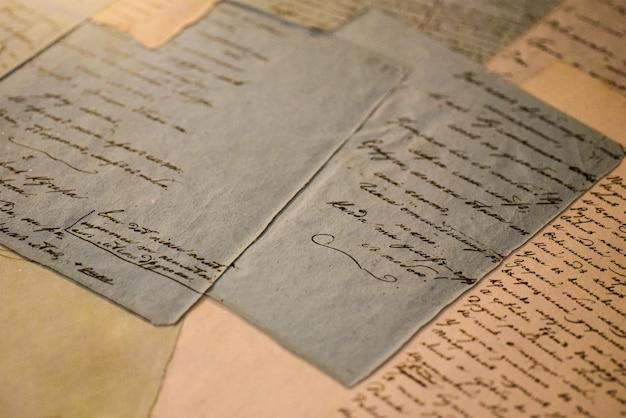 Stare rękopisy na kartkach papieru