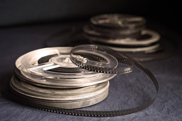 Stare rolki z czarno-białym filmem amatorskiego filmu