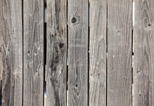 Stare szare drewniane panele ogrodzeniowe