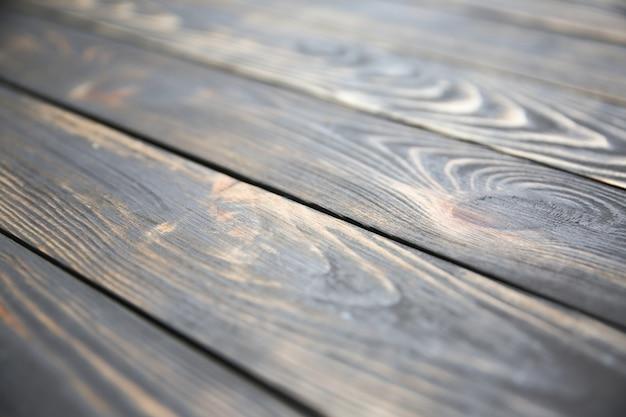 Starodawny stary drewniany tło. szare i brązowe antyczne panele. szorstka tekstura. podłoga kudłata i ziarnista.