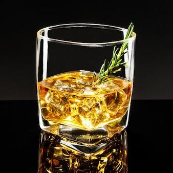 Staromodna whisky rosemary