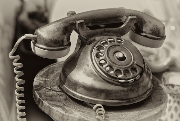 Staromodny telefon