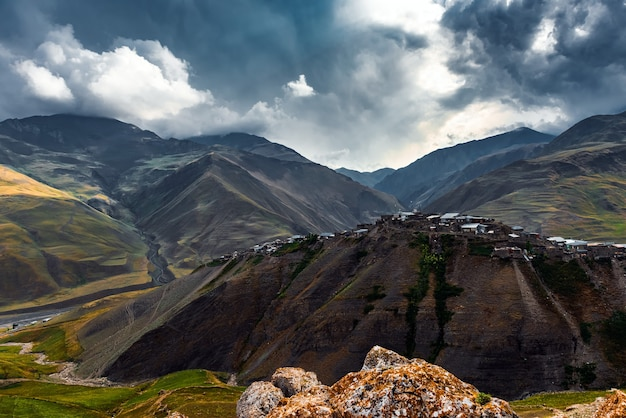 Starożytna alpejska wioska khinalig w azerbejdżanie