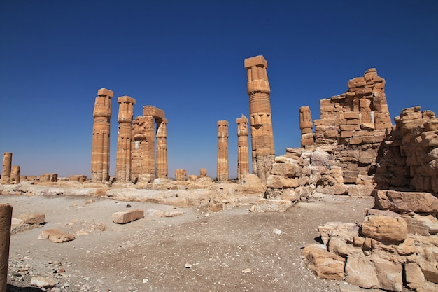 Starożytna egipska świątynia tutanchamona na wyspie soleb, sudan, nubia