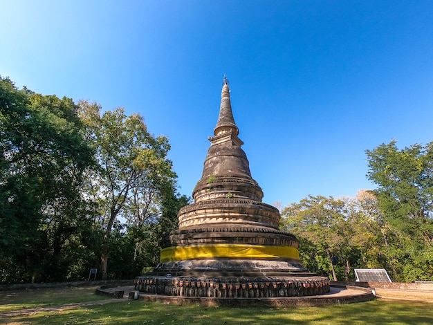 Starożytna pagoda wat umong w chiang mai w tajlandii