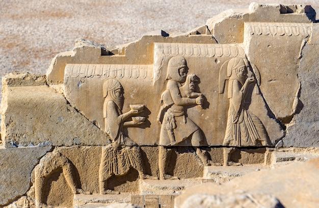 Starożytna perska płaskorzeźba w persepolis - iran