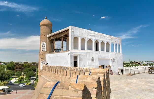 Starożytna rezydencja emira w twierdzy arki w bucharze w uzbekistanie. azja centralna