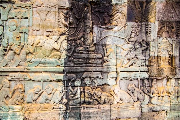 Starożytna rzeźba z kamienia khmerów w angkor thom w kambodży. może być używany jako tło