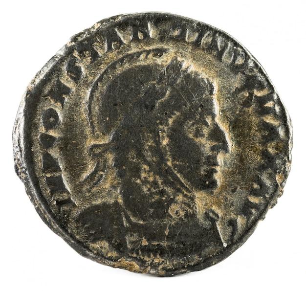 Starożytna rzymska moneta cesarza konstantyna i magnusa.