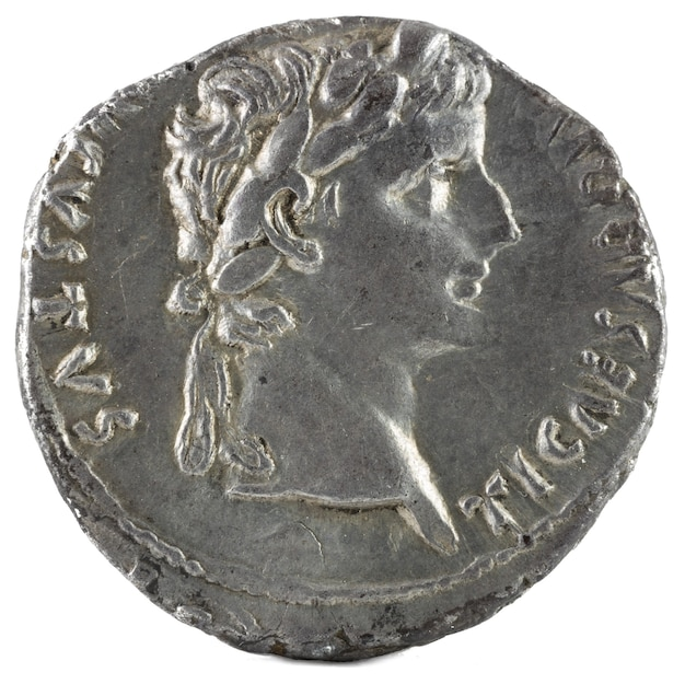 Starożytna rzymska srebrna moneta denara cesarza tyberiusza.