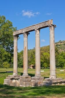 Starożytna rzymska świątynia apolla w riez, alpes de haute provence, francja
