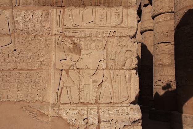 Starożytna świątynia karnak w luksorze w egipcie
