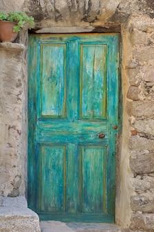 Starożytne drzwi wejściowe