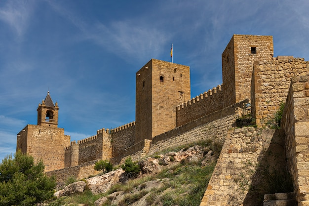 Starożytne mury w alcazaba de antequera. malaga. andaluzja hiszpania.