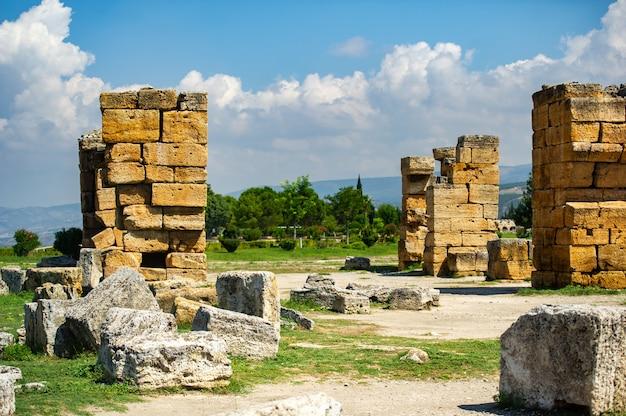 Starożytne ruiny hierapolis w pamukkale w turcji