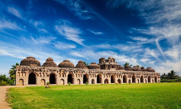 Starożytne ruiny stajni słoni