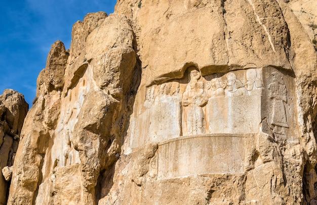 Starożytne rzeźby na nekropoli naqsh-e rustam w północnym szirazie w iranie.
